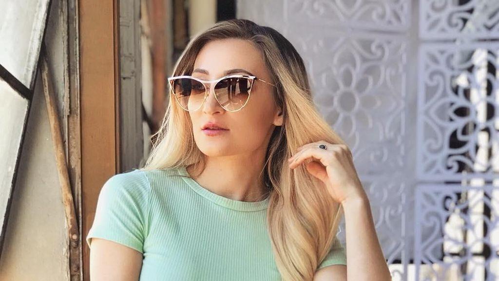 Model Playboy Bule Ini Mengaku Hanya Ingin Pacaran dengan Pria Asia