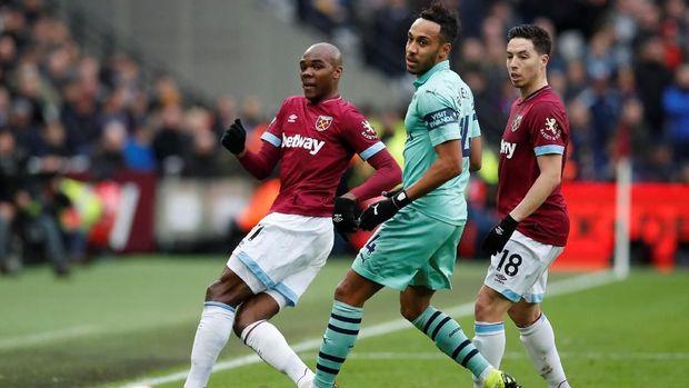 Striker Arsenal Pierre-Emerick Aubameyang tidak banyak berkutik di babak pertama.