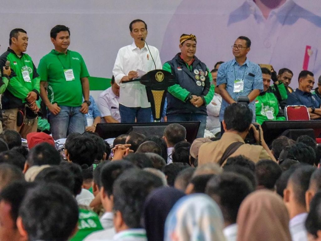 Dear Driver Online, Jokowi Pesan Jangan Main HP Saat Nyetir