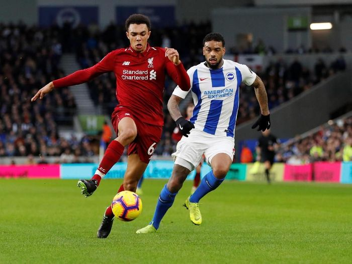 Soccer Football - Premier League - Brighton & Hove Albion v Liverpool - The American Express Community Stadium, Brighton, Britain - January 12, 2019  Liverpools Trent Alexander-Arnold in action with Brightons Jurgen Locadia   Action Images via Reuters/Paul Childs  EDITORIAL USE ONLY. No use with unauthorized audio, video, data, fixture lists, club/league logos or