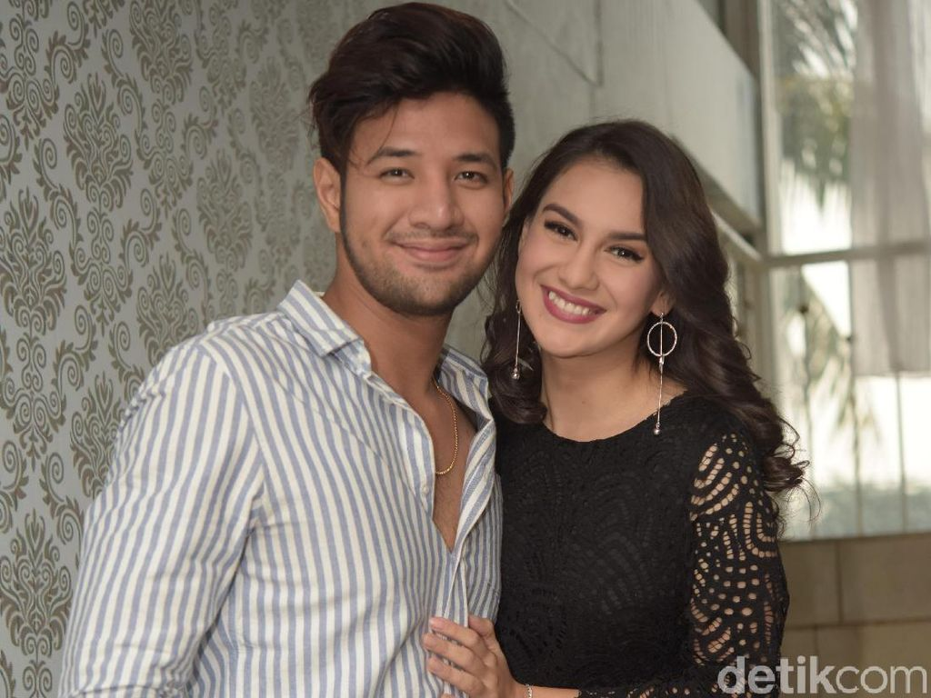 Ammar Zoni Pilih Tuxedo Hitam-Putih untuk Pernikahan dengan Irish Bella?
