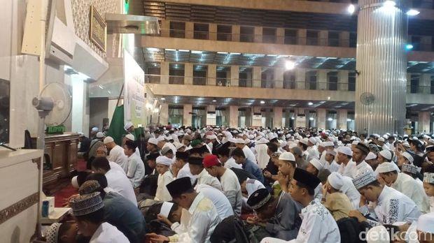 Suasana doa dan zikir bersama di Istiqlal