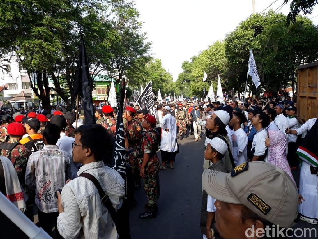Massa Tablig Akbar PA 212 Mulai Padati Bundaran Gladag Solo