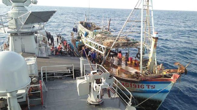 Image result for image 2 Kapal Asal Vietnam Ditangkap KRI Usman harun karena Mencuri Ikan Di Natuna
