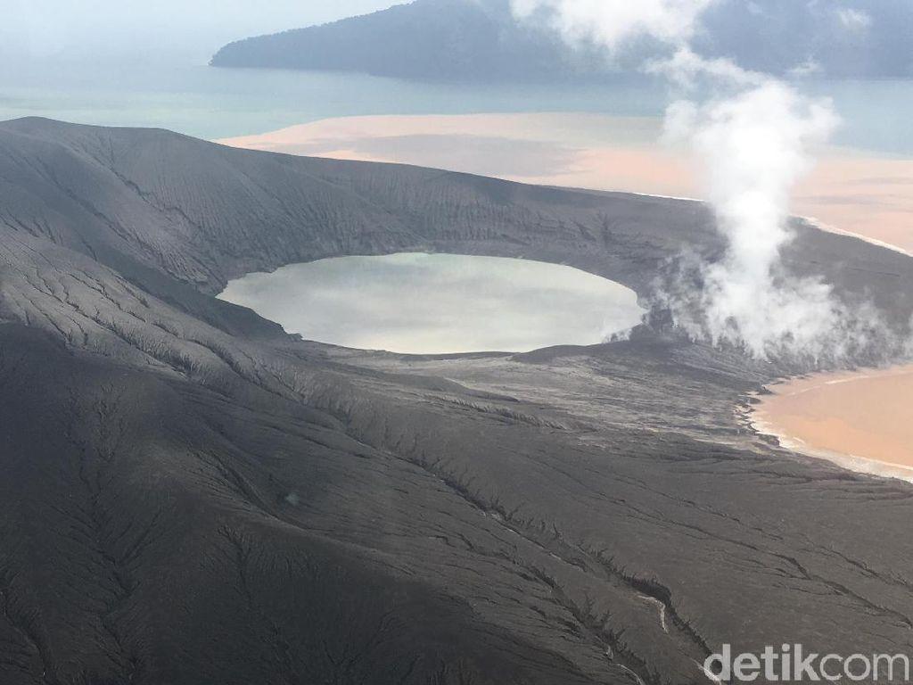 Terekam CCTV, Gunung Anak Krakatau Erupsi Disertai 3 Kali Letusan