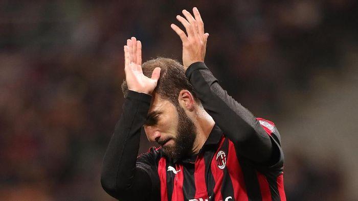 Gonzalo Higuain disebut hampir pasti tinggalkan AC Milan Januari ini (Marco Luzzani/Getty Images)