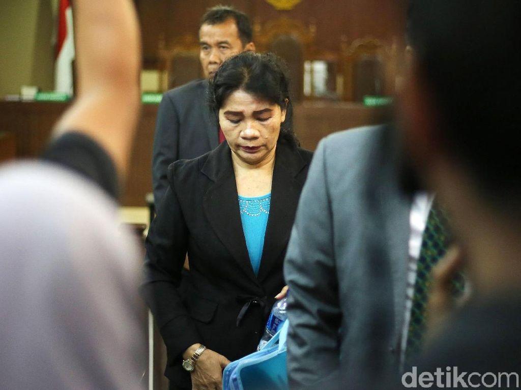 Hakim Merry Purba Ajukan Eksepsi Bantah Terima Suap SGD 150 Ribu