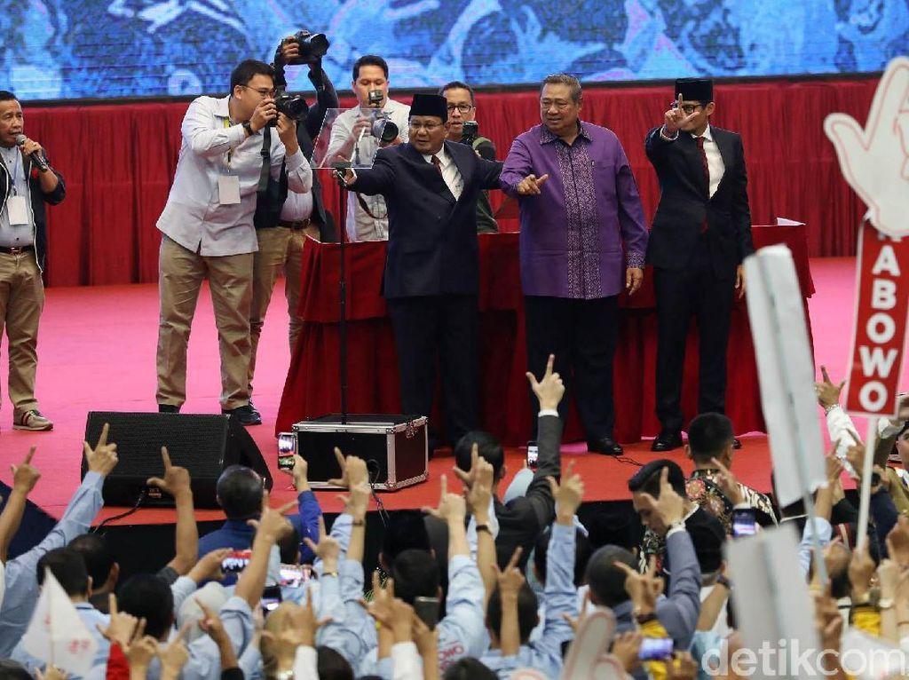 Ketika SBY Salam Dua Jari Bersama Prabowo-Sandi