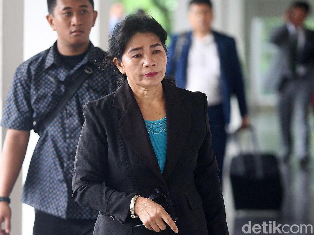 Hakim Merry Purba Jalani Sidang Perdana