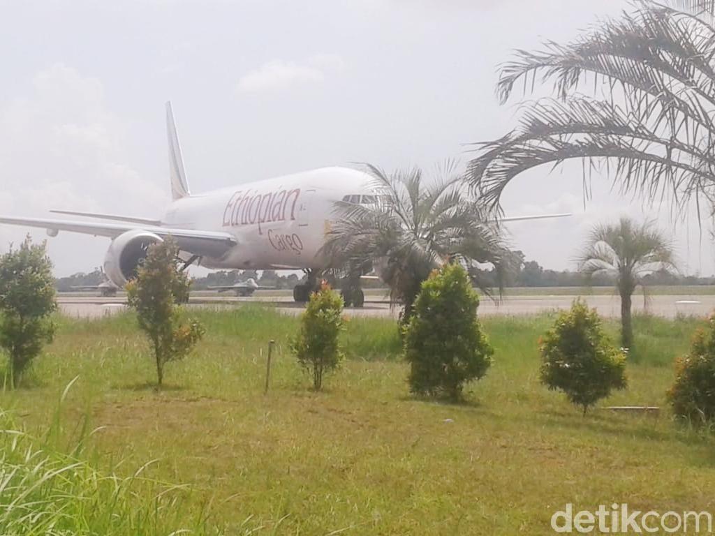 Pesawat Ethiopia Dipaksa Turun TNI AU di Batam
