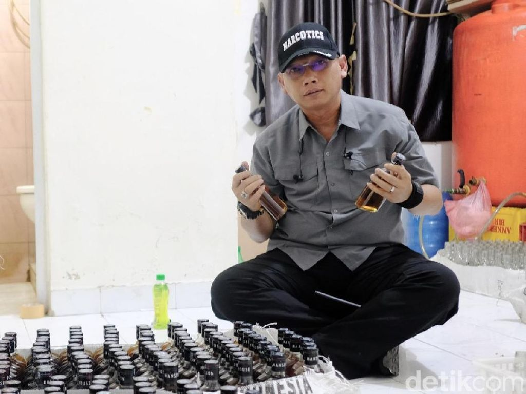 Polisi Gerebek Pabrik Miras Oplosan Omzet Rp 1 Miliar di Riau