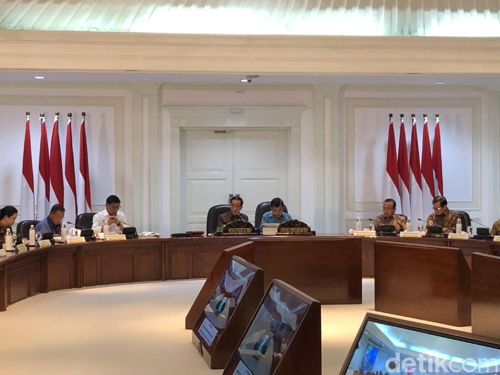 Usai Rapat Bencana, Jokowi Lanjut Bahas Kendaraan Listrik