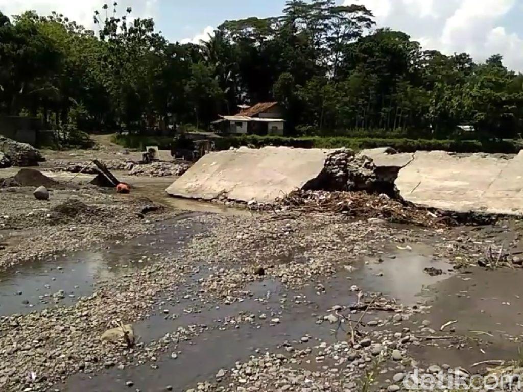 Bendung Rusak Kena Banjir, 450 Ha Sawah di Brebes Tak Terairi