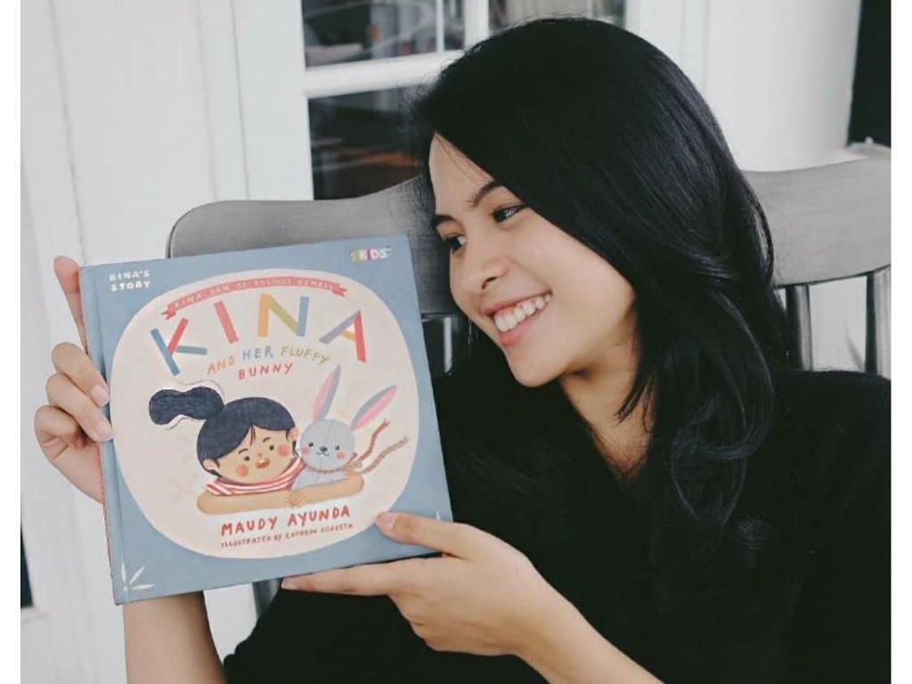 Maudy Ayunda Lahirkan 4 Buku Anak Seri Kina