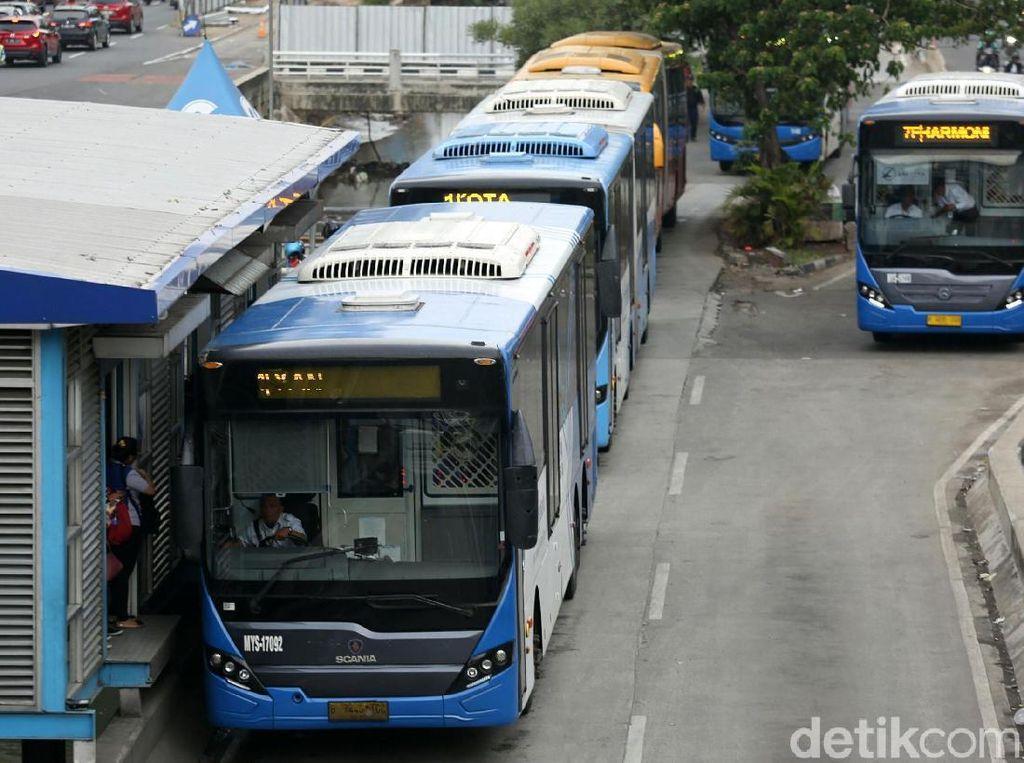 Jalan Depan DPR Ditutup, TransJakarta Lakukan Rekayasa Rute