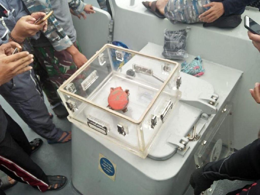 Terdeteksi KRI Spica, CVR Lion Air Ditemukan Penyelam Serda Satria