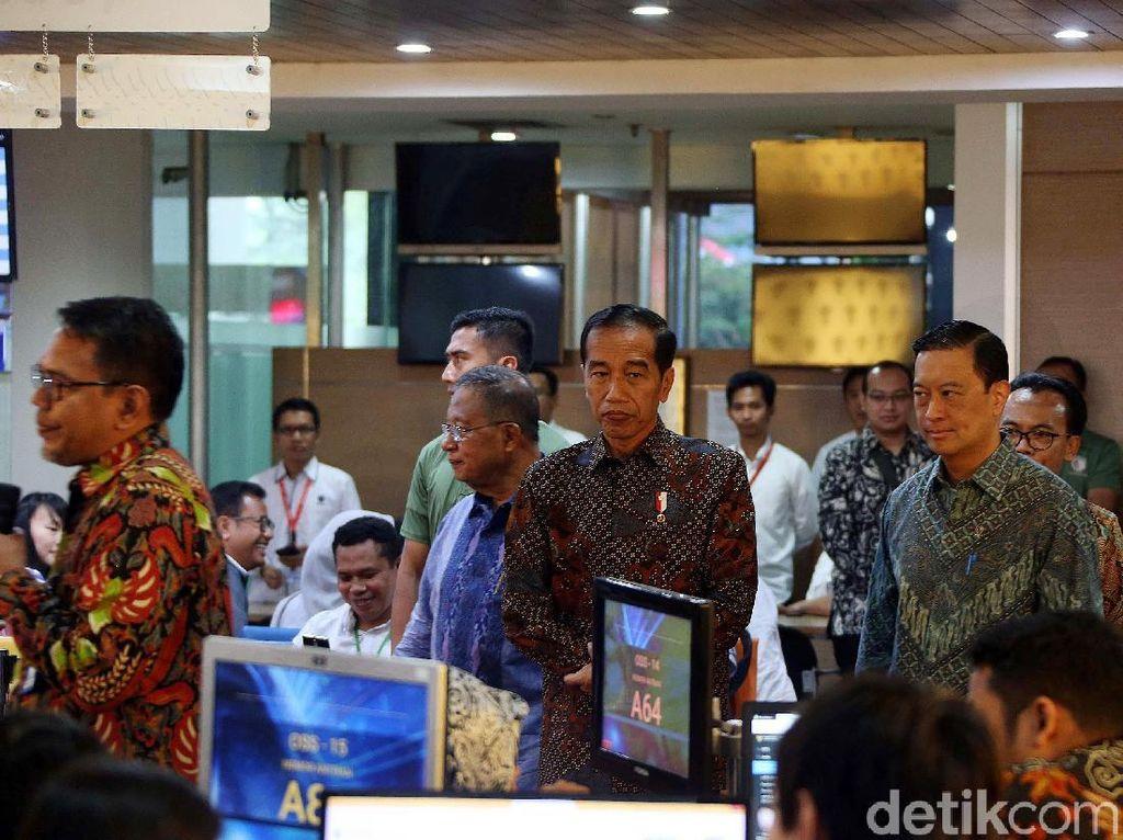 Jokowi Izinkan Thomas Lembong Marahi Menteri yang Hambat Investasi