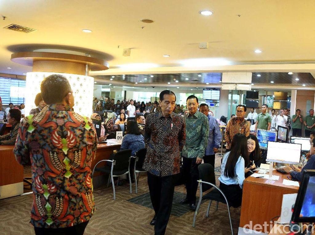 Jokowi Pamer ke Prabowo Izin Usaha Cuma 3 Jam, Benarkah?