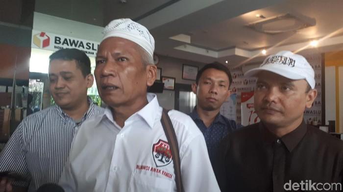 Ketua Aliansi Anak Bangsa, Damai Hari Lubis melaporkan Menag Lukman Hakim ke Bawaslu.