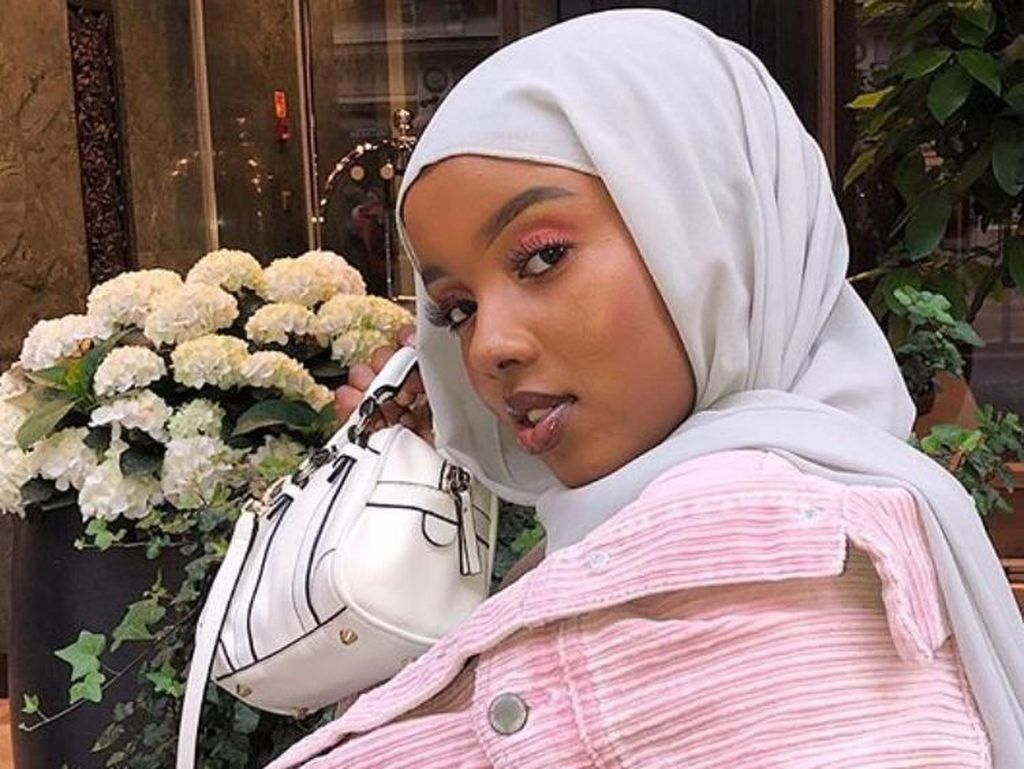 Gaya Hijab Pakai Anting Hingga Jepit Rambut Ala Hijabers Finlandia