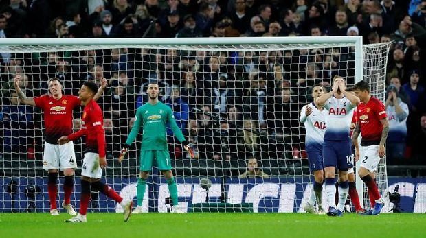 Manchester United meraih enam kemenangan beruntun saat mengalahkan Tottenham Hotspur.