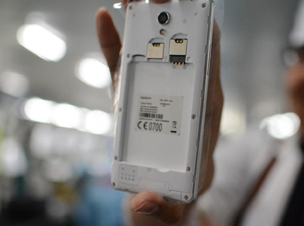Begini Lho Proses Perakitan Smartphone di Tangerang