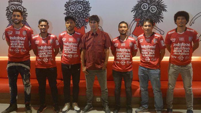 Bali United memperkenalkan skuat baru untuk Liga 1 2019 (Nyoman Budhiana/Antara Foto)