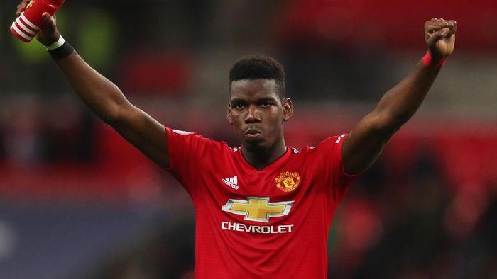 Paul Pogba tidak dikenali penumpang kereta di Manchester. Foto: Catherine Ivill/Getty Images