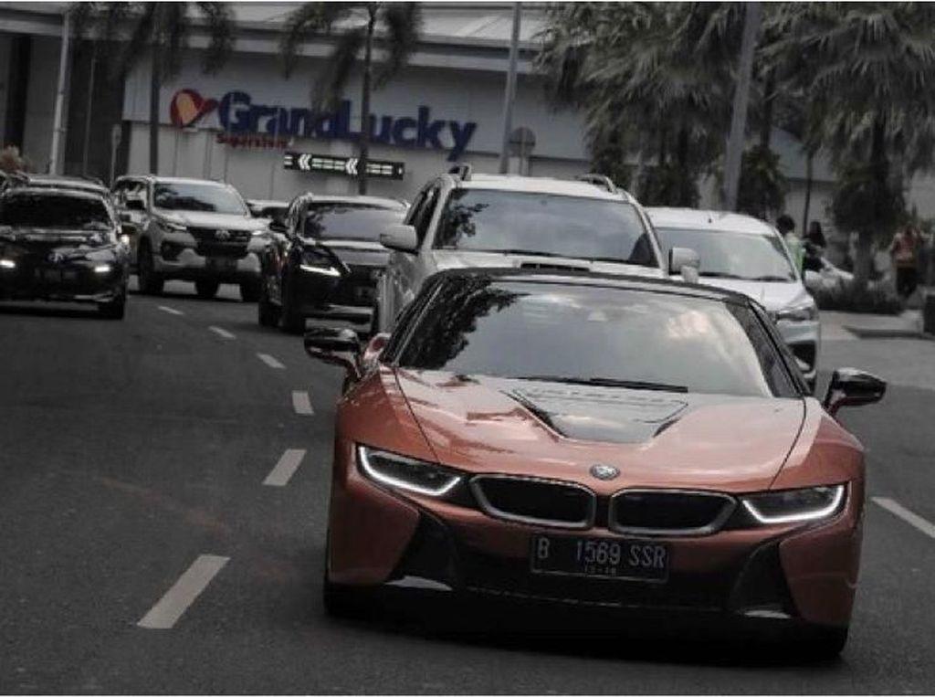 Mencoba BMW i8 Roadster, Mobil Listrik Dengan Performa Mobil Sport