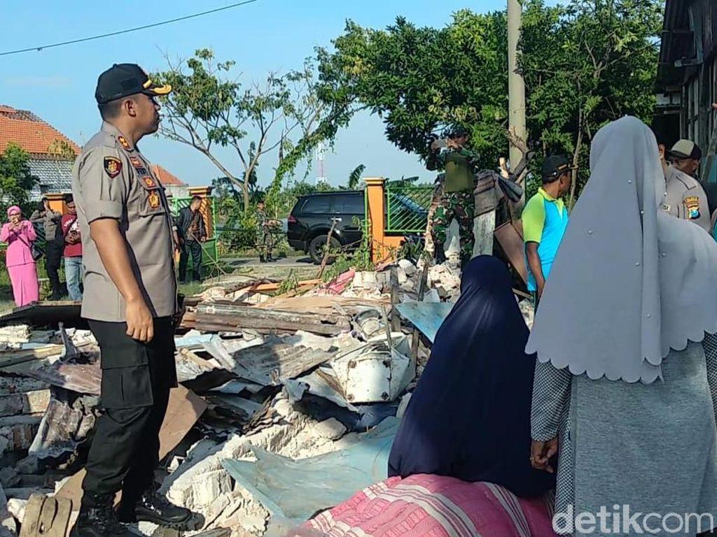 Bantuan Mengalir untuk Korban Puting Beliung Dua Desa di Lamongan