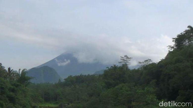 Malam Ini Gunung Merapi Kembali Luncurkan Awan Panas Sejauh 1,3 Km