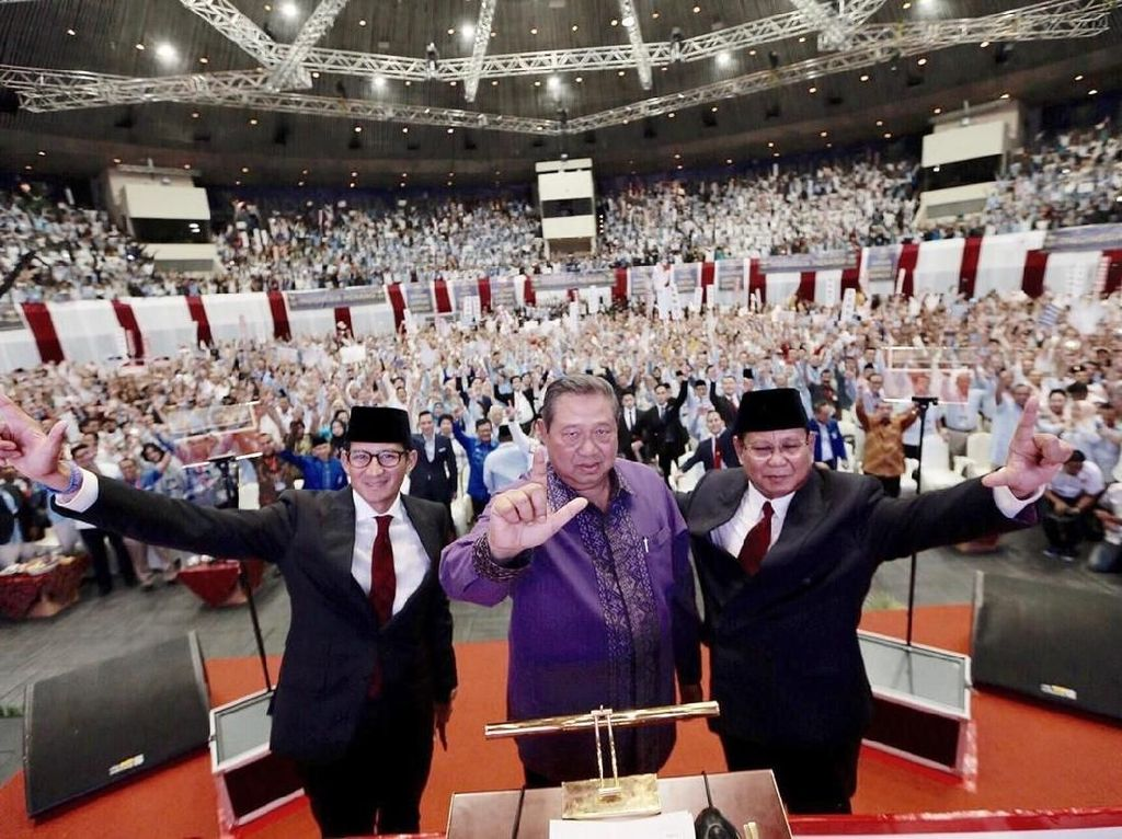 Viral Video SBY Dicueki, PD Tunjuk Hidung Pro-Jokowi