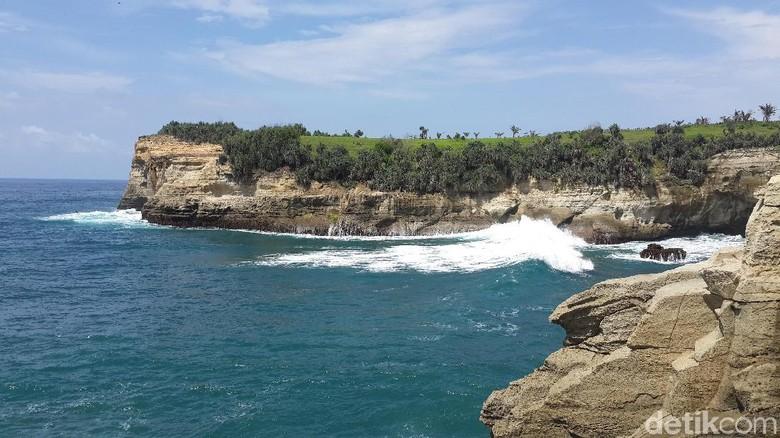 22 Pantai Indah di Pulau Jawa, Buat Liburan Tengah Tahun Kamu/Foto: (Purwo S/detikTravel)