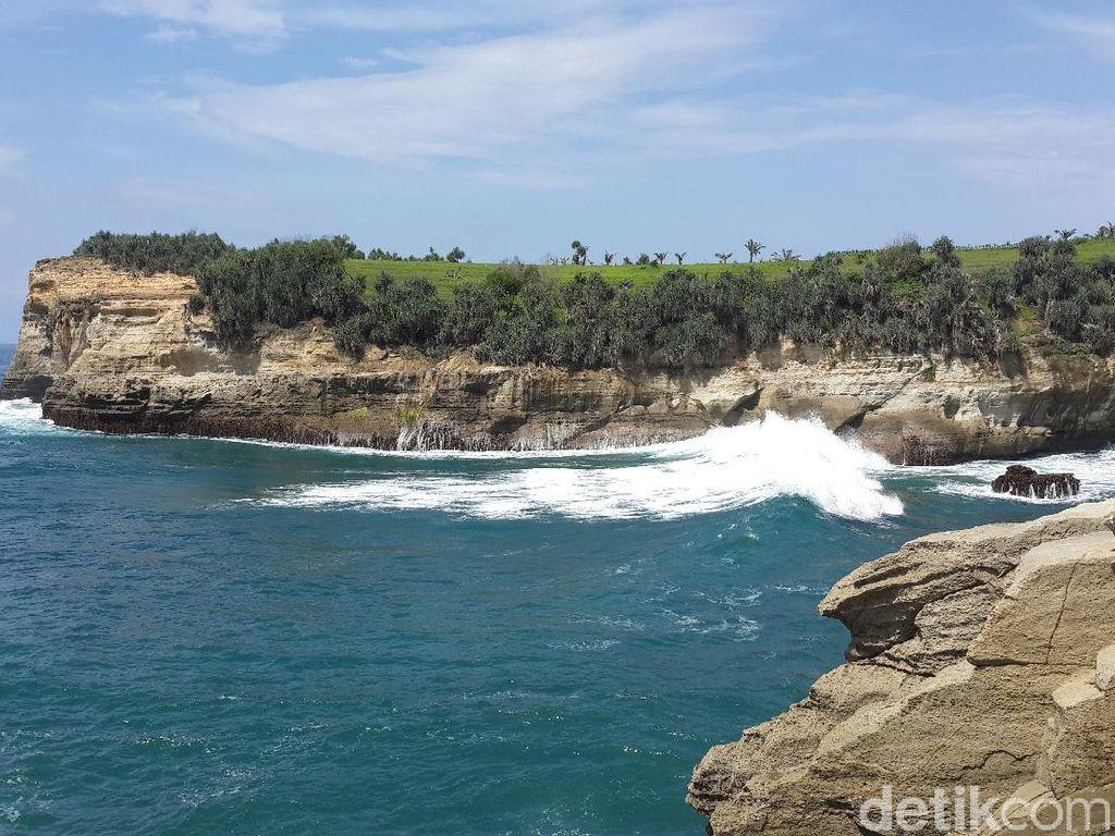 22 Pantai Indah di Pulau Jawa, Buat Liburan Tengah Tahun Kamu