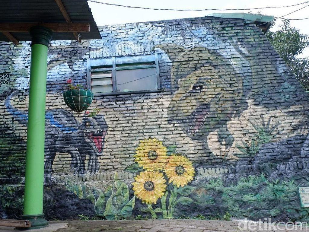 Gara-gara Mahasiswa UMM, Kampung Ini Jadi Sarang Dinosaurus