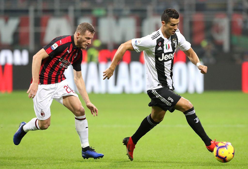Cristiano Ronaldo (kanan)