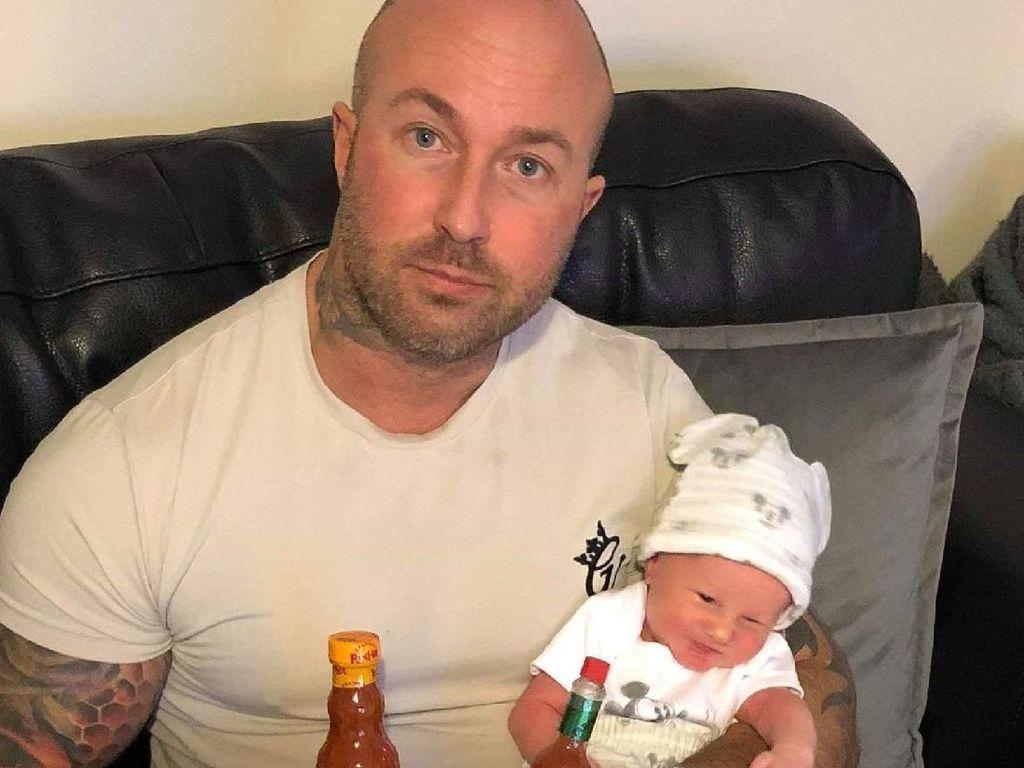 Suapkan Saus Cabai ke Bayi Baru Lahir, Pria Ini Diinterogasi Polisi