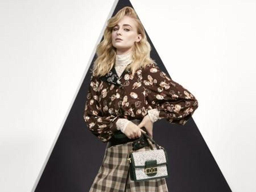 Foto: 10 Artis Hollywood Jadi Model Dadakan Katalog Louis Vuitton