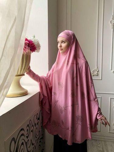Mengenal French Khimar, Hijab Panjang yang Menyatu dengan Tunik