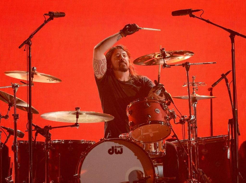 Billie Ellish Tersanjung Dipuji Dave Grohl