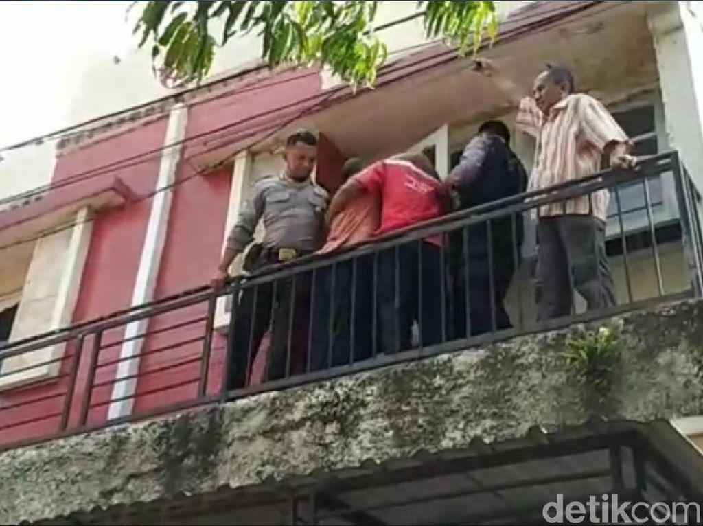 Aksi Heroik Polisi dan Petugas Telkom Evakuasi Pria Kesetrum di Kediri