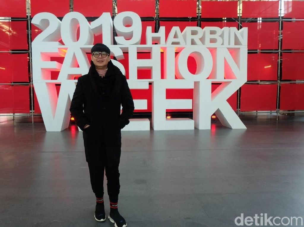 Persiapan Priyo Oktaviano di Harbin Fashion Week, China