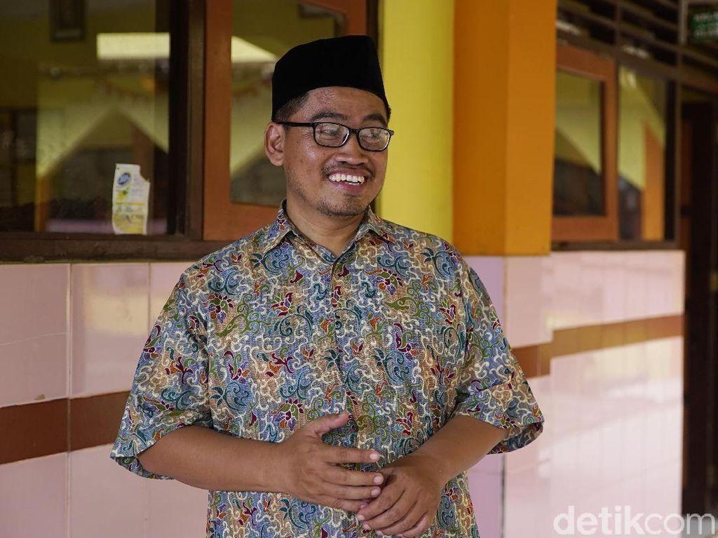 Dua Guru Ngaji Tegaskan Keluarga Jokowi Bukan PKI