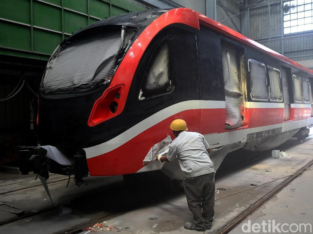 Melihat Proses Pembuatan LRT Jabodebek di Markas INKA (2)
