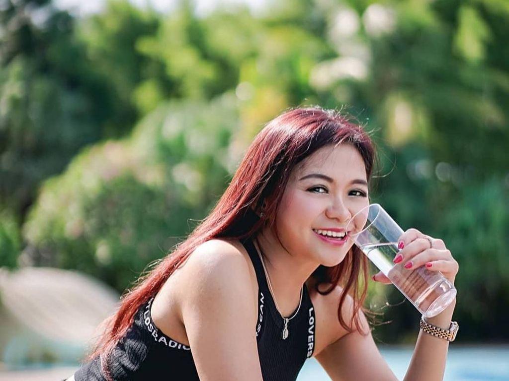 10 Years Challenge Ala Puspa Dewi, Mau Saingan Awet Muda?