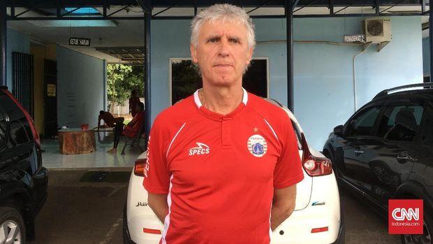 Ivan Kolev pimpin latihan perdana di Persija Jakarta. (