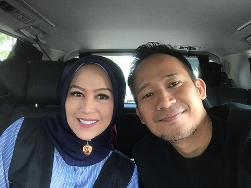 13 Tahun Bersama, Intip 6 Momen Harmonis Keluarga Denny Cagur