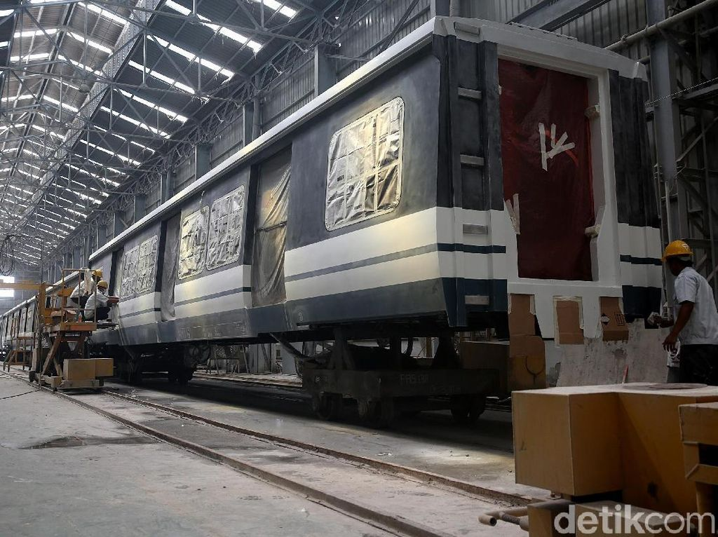 Melihat Proses Pembuatan LRT Jabodebek di Markas INKA (1)