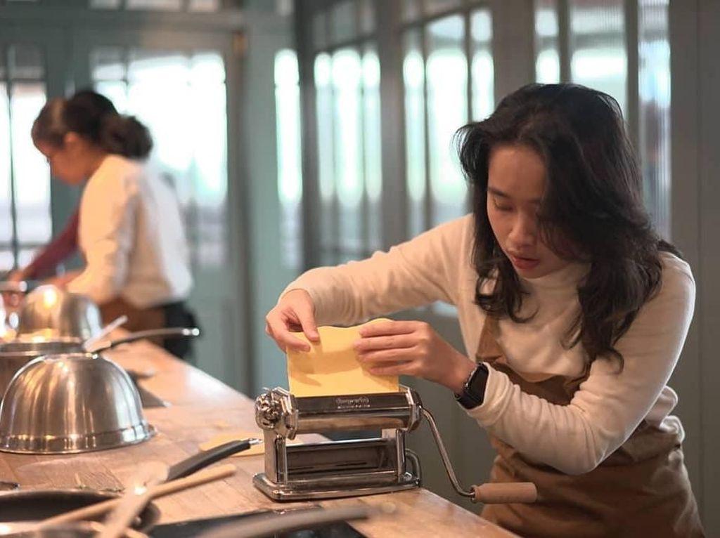 Berlibur ke Eropa, Gritte Agatha Belajar Buat Pasta hingga Afternoon Tea