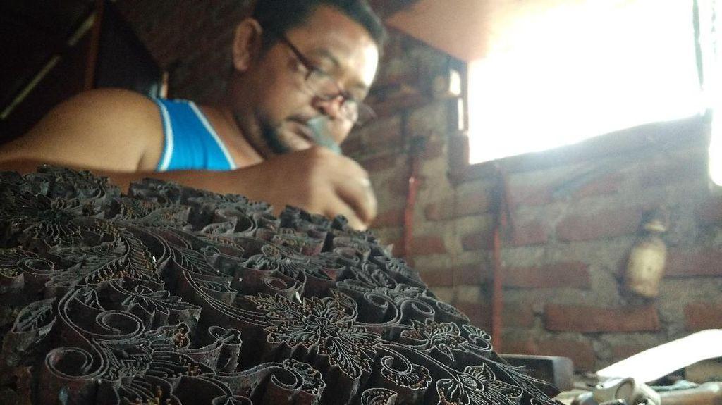 Tersisa 4 Orang, Perajin Cap Batik di Cirebon Terancam Punah